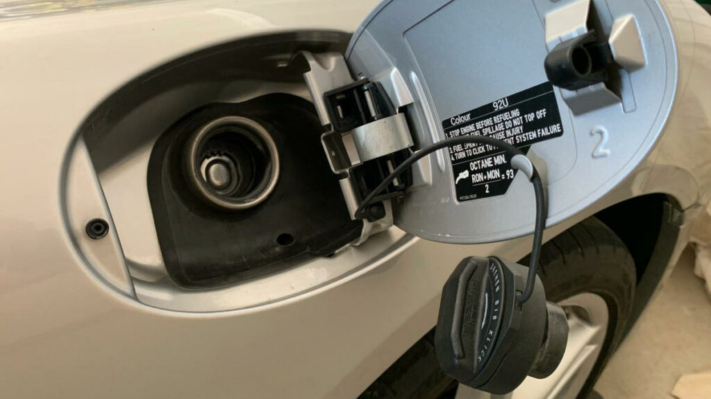CaymanHQ - Porsche Cayman Gas Cap Replacement 987 - Feature